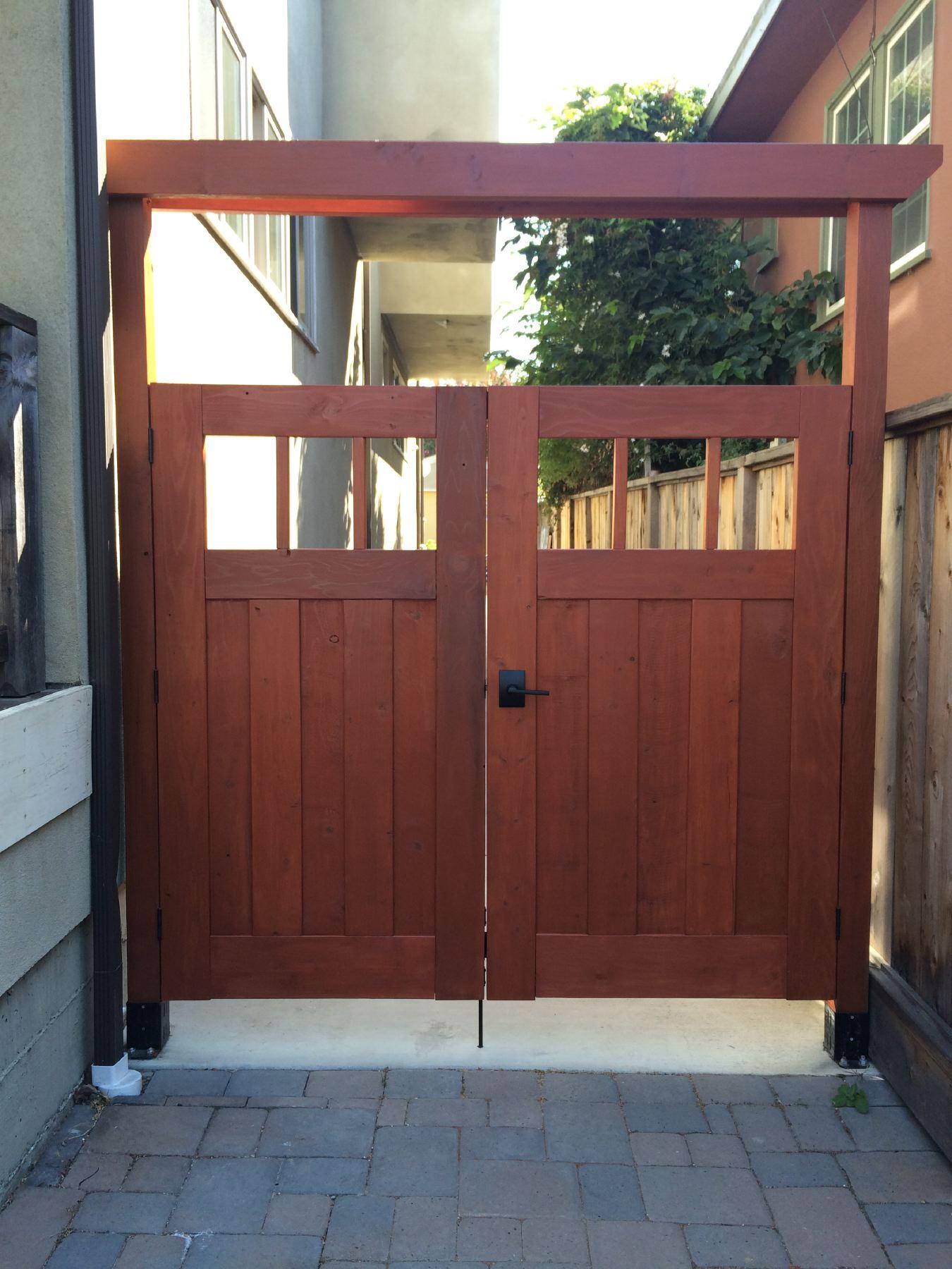 Redwood Craftsman gate & Finished DIY Redwood Craftsman Fence Gate u2013 Shirley u0026 Chris projects ...